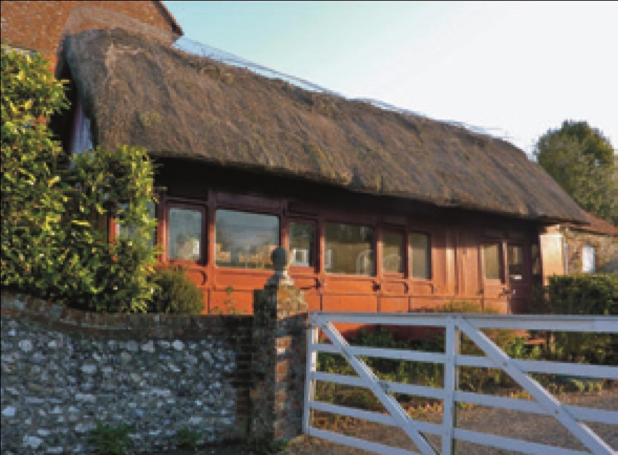 A thatched carriage at Slindon.jpg