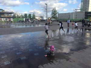 File:Kings-cross-children-water.jpg