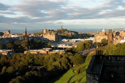 File:Edinburgh Cityscape (reduced) by Fiona Newton.jpg