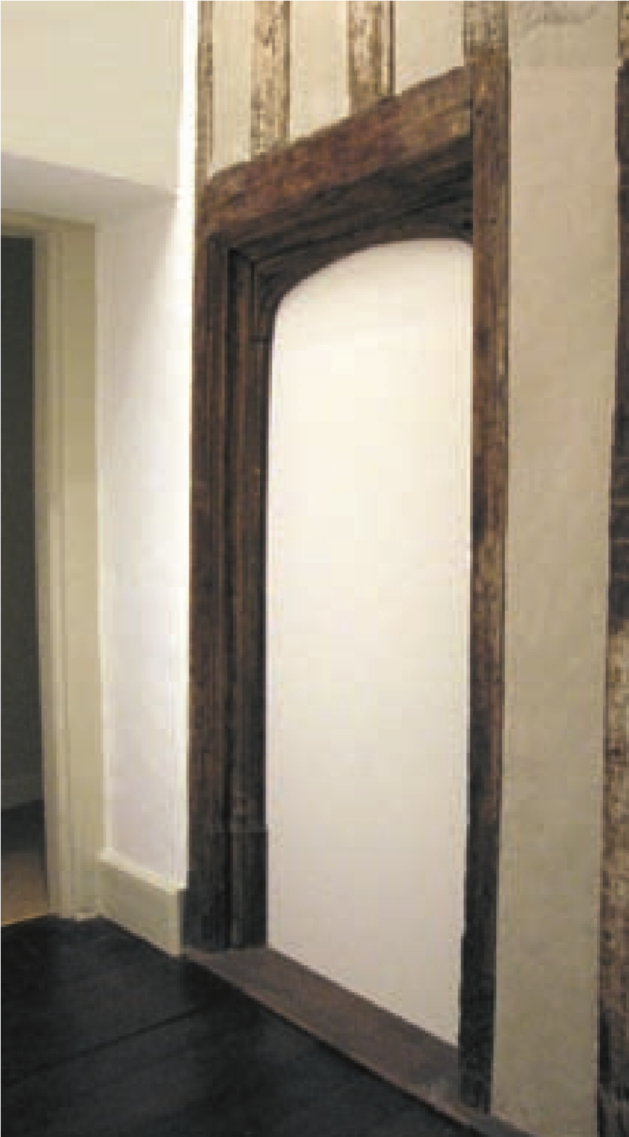 Bromley hall tudor door.png