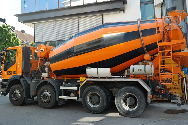 File:Concrete mixer.jpg