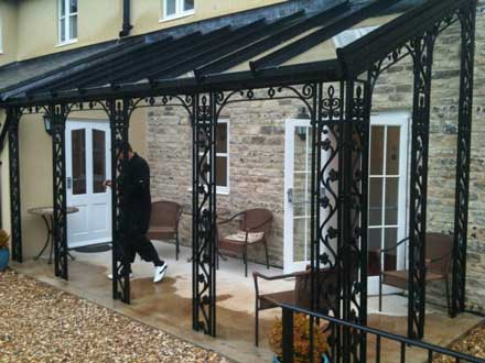 File:Wrought iron verandahs.jpg