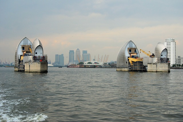 File:Thamesbarrier1.jpg