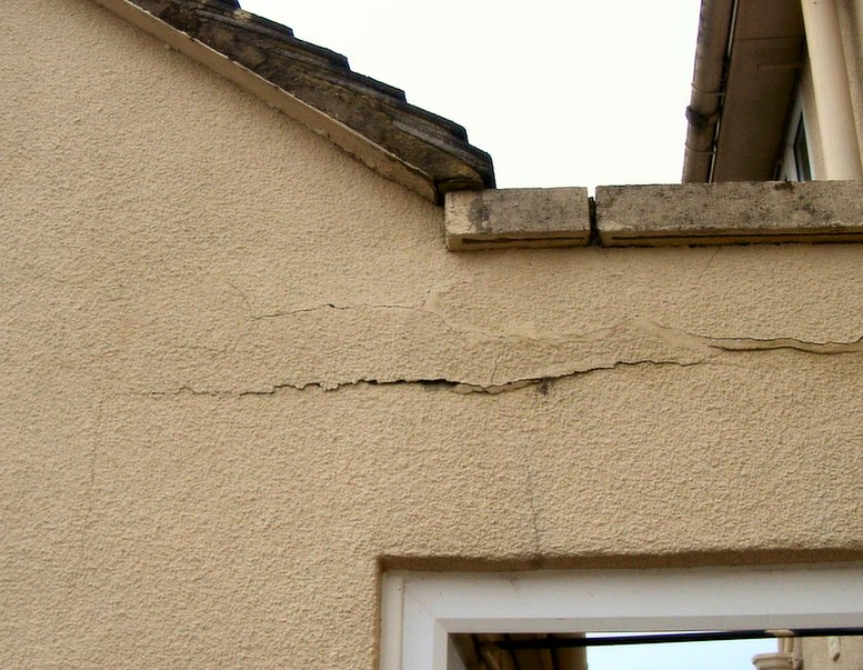 Parapet wall cracking.jpg