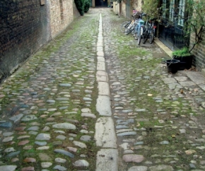 Cobbles in islington.jpg