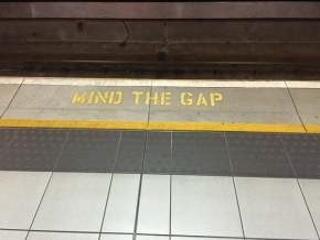 Mind-the-gap-882368 290.jpg