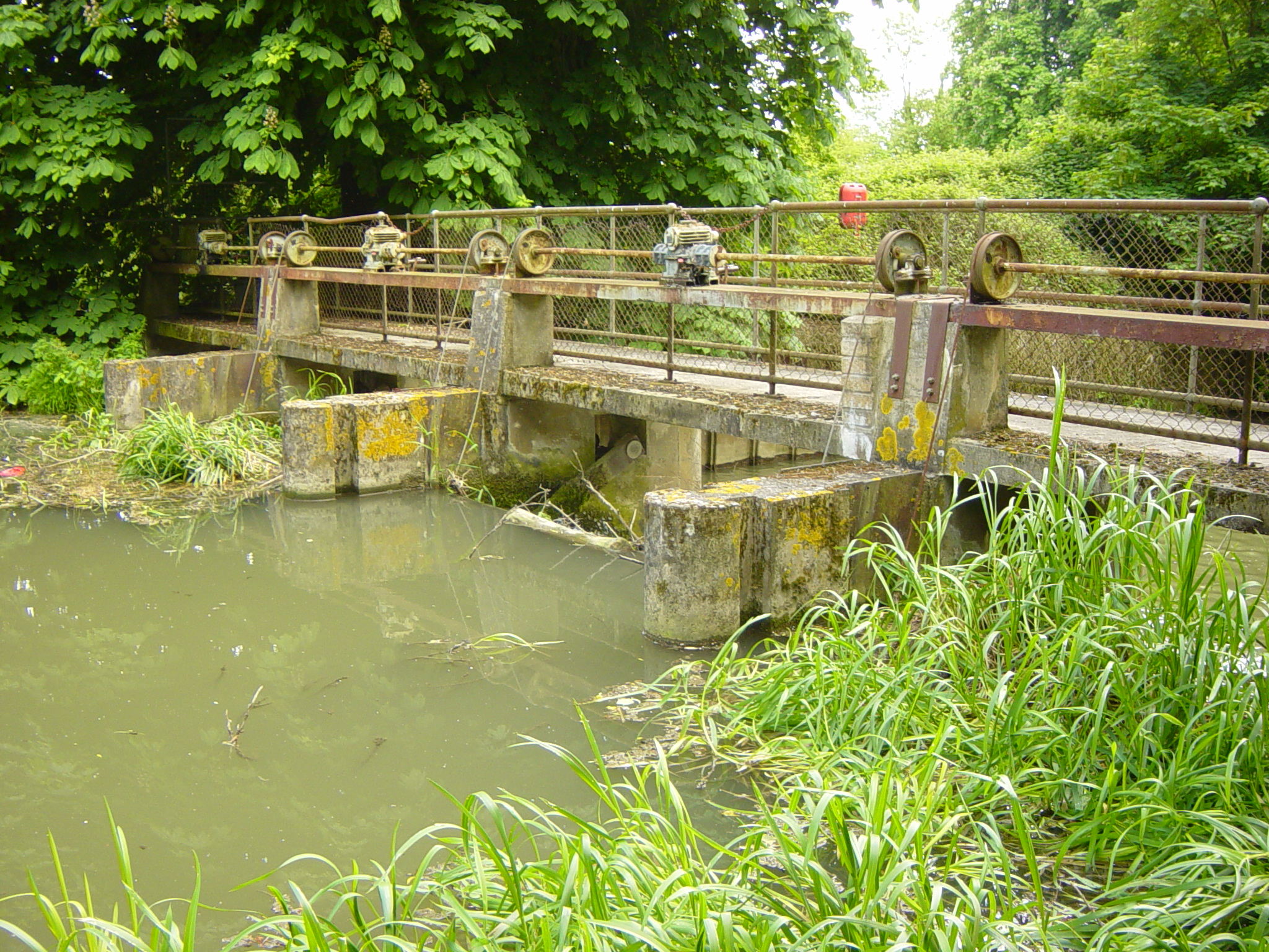 Canal sluice gate.JPG