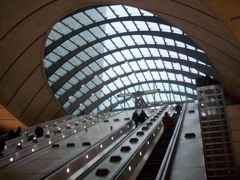 File:Canary Wharf Tube Interior.JPG
