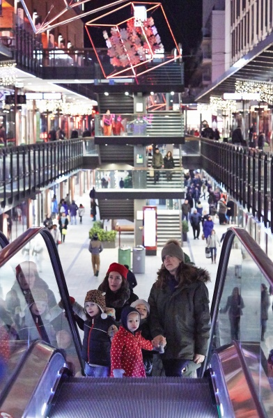 File:Shopping at London Designer Outlet adjacent to Wembley Stadium 7.jpg