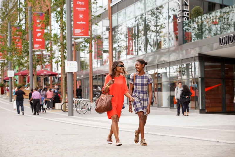 File:Shopping at London Designer Outlet adjacent to Wembley Stadium 13.jpg