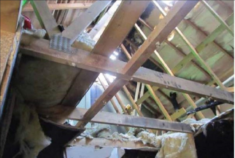 File:Undamaged roof trusses above seat of fire.jpg