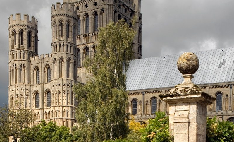 File:Ely Cathedral.jpg