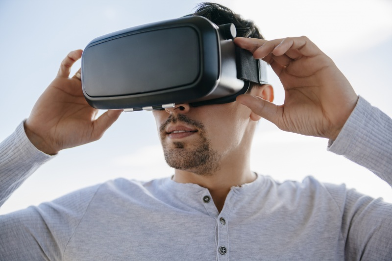 File:Man With Virtual Glasses.jpg