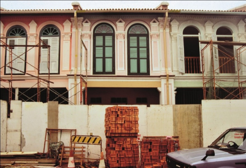 File:Singapore shophouses being refurbished.jpg
