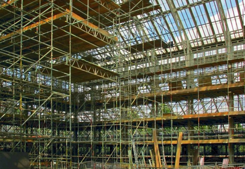 File:The Temperate Houe scaffolding rising in Centre Block.jpg