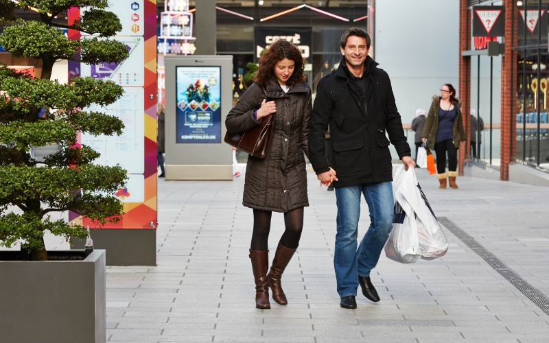 File:Shopping at London Designer Outlet adjacent to Wembley Stadium 11.jpg