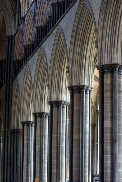 File:Salisbury-cathedral-columns.png