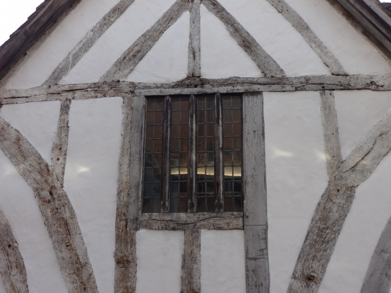 File:Tudor window (4).JPG