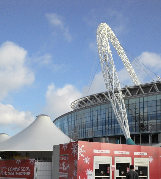 File:Wembley stadium arch.jpg