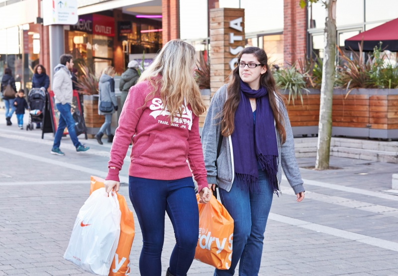 File:Shopping at London Designer Outlet adjacent to Wembley Stadium.jpg
